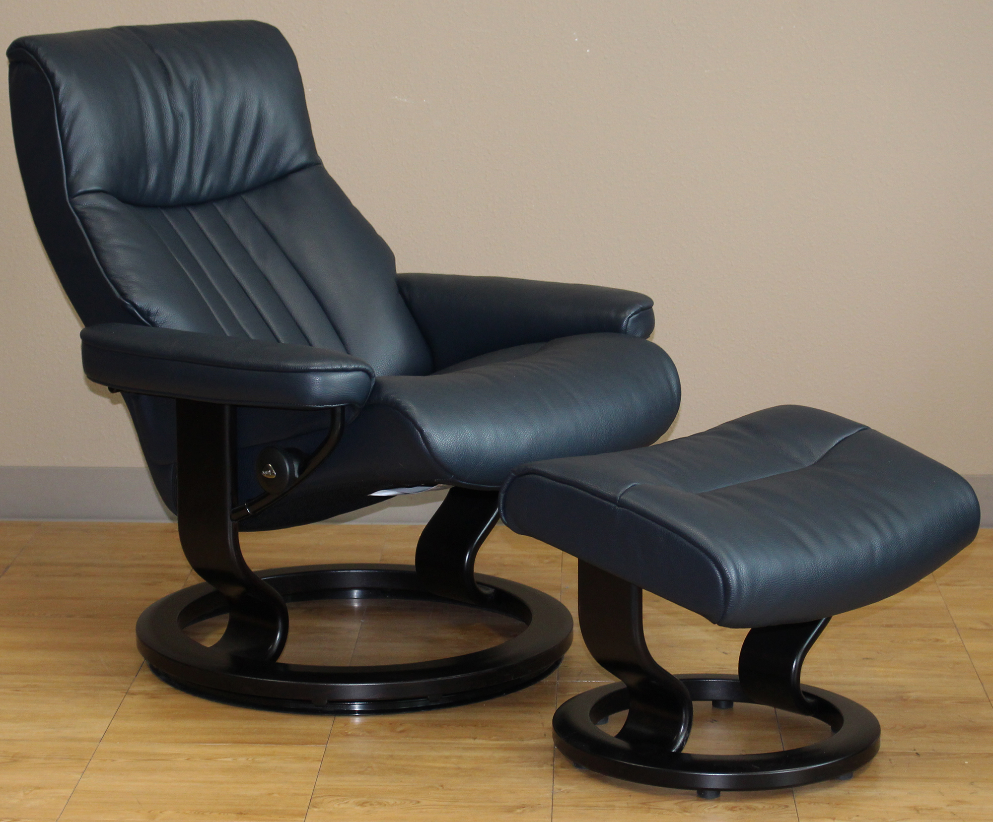 stressless crown cori blue leather by ekornes stressless. Black Bedroom Furniture Sets. Home Design Ideas